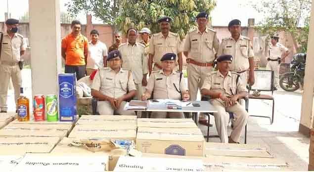 Police apprehended 3 smugglers including 146 cartoon foreign liquor from a mini truck – Nalanda Darpan / नालंदा दर्पण : गाँव-जेवार की बात। – गाँव-जेवार की बात।
