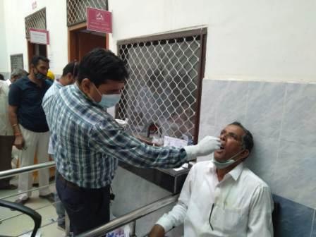 Here the Community Health Center is also not following the Corona instructions 1 – Nalanda Darpan / नालंदा दर्पण : गाँव-जेवार की बात। – गाँव-जेवार की बात।