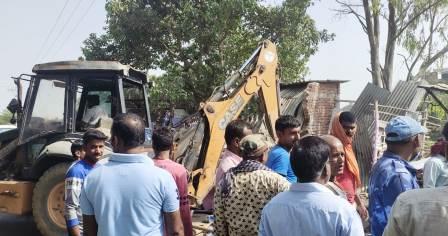 In the name of encroachment the bulldozer has run on the livelihood and livelihood of the poor 2 – Nalanda Darpan / नालंदा दर्पण : गाँव-जेवार की बात। – गाँव-जेवार की बात।