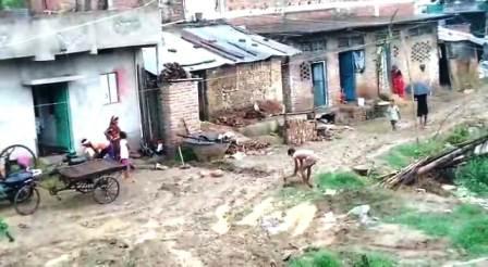 Look sir now this is the street of Chandi Nagar Panchayat 1 – Nalanda Darpan / नालंदा दर्पण : गाँव-जेवार की बात। – गाँव-जेवार की बात।