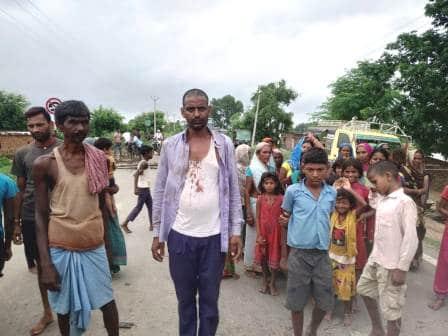 Limit Road jam for hours demanding to register a case of assault and snatching 1 • Nalanda Darpan / नालंदा दर्पण : गाँव-जेवार की बात। • गाँव-जेवार की बात।