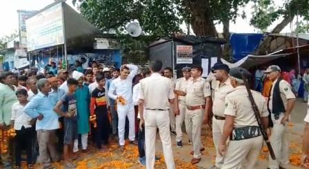 Police administration also naked in the wolf ridden crowd of the Tharthari Panchayat election process 1 – Nalanda Darpan / नालंदा दर्पण : गाँव-जेवार की बात। – गाँव-जेवार की बात।