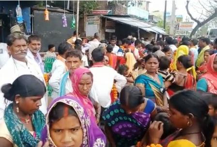 Police administration also naked in the wolf ridden crowd of the Tharthari Panchayat election process 3 – Nalanda Darpan / नालंदा दर्पण : गाँव-जेवार की बात। – गाँव-जेवार की बात।